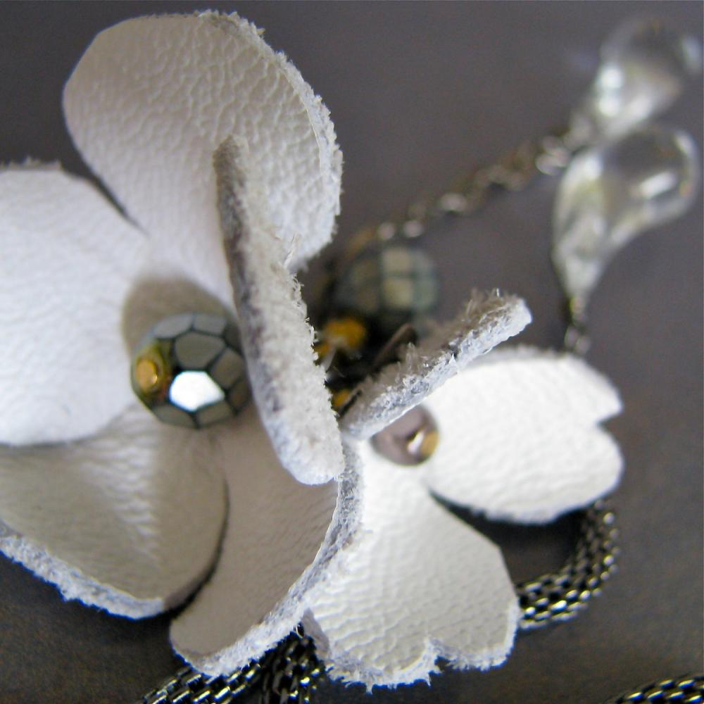 Pure - romantic necklace with white hand cut leather flowers & vintage lucite drops